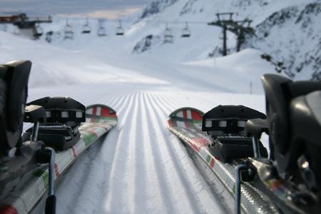 Ski and snow background Reklamní fotografie