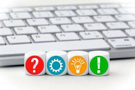 Business and Solution Concept - Dices met gekleurde symbool voor een toetsenbord