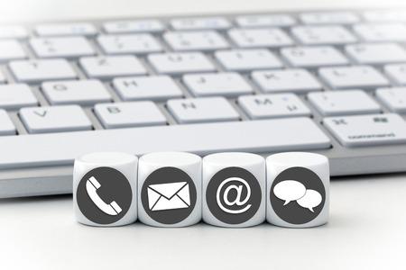Website und Internet-Seite Kontakt Konzept mit farbigen Symbolen auf Würfeln Standard-Bild - 63848626