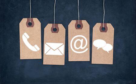 contacteer ons concept met hangende etiketten