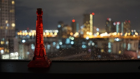 decor: Mini Eiffel on the Wet Window