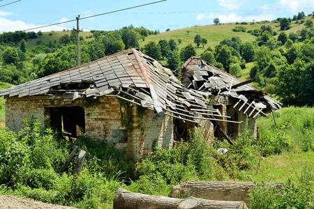 Een huis vernietigd door natuurkrachten