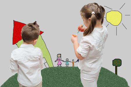 familiy: Children painting their familiy