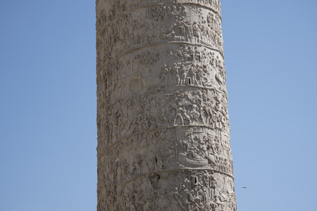 Trajans Column is a Roman triumphal column in Rome, Italy, that commemorates Roman emperor Trajans victory in the Dacian Wars. It was constructed in the years 107-113. 写真素材