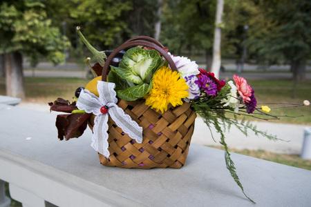 Autumn floral arrangement in a basket 写真素材 - 120370935