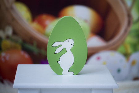 Easter decoration for photo sessions, rabbits in the garden 写真素材 - 120371086