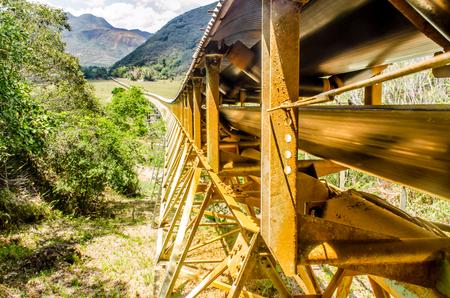 ore: serpentine Kouaoua New Caledonia, treadmill carrying ore