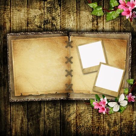 one sheet: Aperto libro bianco vintage su tavola di legno Archivio Fotografico