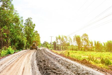 道路建設と修理、農村道路を作る.
