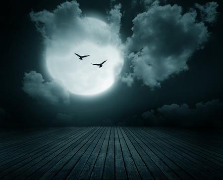 fondo: Fondo de Halloween, Suelo de madera con la rama y la luna llena borrosa, estilo oscuro.