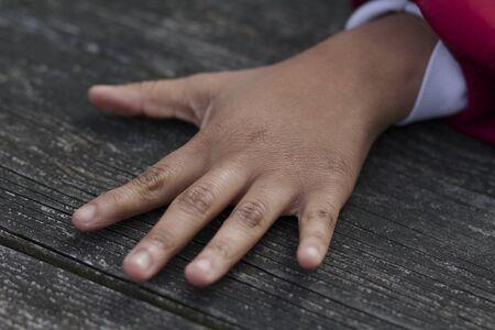 five fingers: open hand five fingers