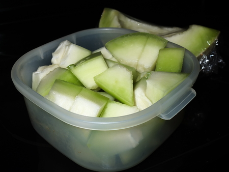 slices honey dew in a container Stockfoto - 103909646