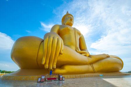 big buddha: big golden Buddha statue
