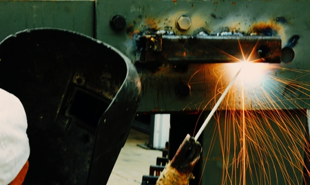 Steel welding Let the two metal pieces stick together spark fire