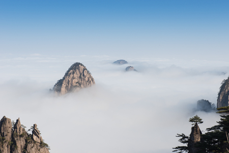 landschap: Monkey kijken zee cloud, Mt. Huangshan in Anhui, China Stockfoto