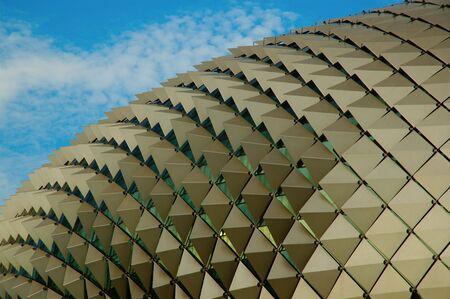 シンガポールのオペラハウスの形はドリアン。 これは、バック グラウンドで青い空とオペラハウスの写真。 写真素材 - 2415341