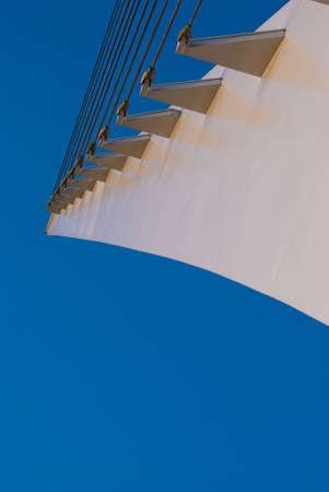 cadran solaire: Ce cadran solaire est le pont de Redding, en Californie. Banque d'images