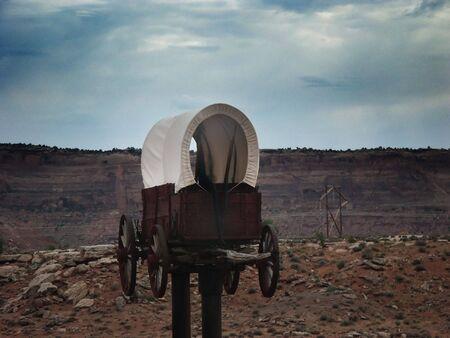 Horse carriage suspended in mid air, in Utah. Banco de Imagens