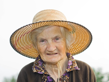 Old woman whit hat in the garden