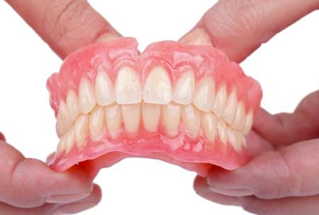 Rehabilitation im Falle von Zahnverlust mit Zahnersatz Standard-Bild