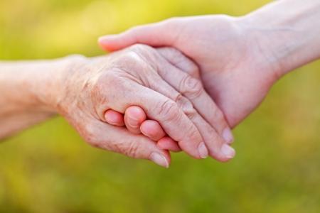 Die helfende Hände für ältere häusliche Pflege