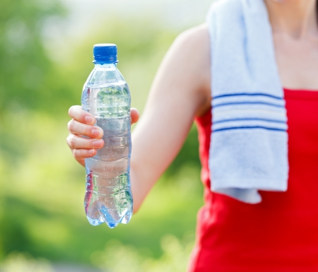 hand water: Do not forget to hydrate yourself during workout