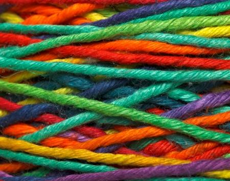 Wielobarwne nici dla ubrań dziewiarskich