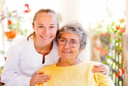 Finden Sie die richtigen häuslichen Pflege für Ihre Liebsten Standard-Bild