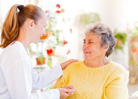 Find the right home caregiver for your loved Standard-Bild