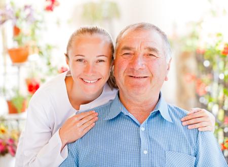 Trouvez les services de soins à domicile adaptés à votre aimé Banque d'images - 25769222