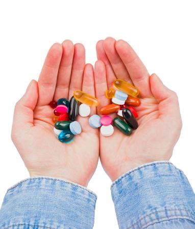 sobredosis: Primer foto de pastillas de colores en las manos Foto de archivo