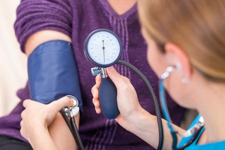 血圧測定の写真をクローズ アップ