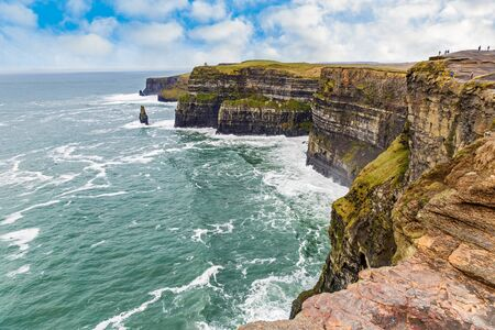 Cliffs of Moher Attraction touristique en Irlande Banque d'images - 52956013