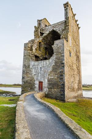 irish history: Photo of old fort in Ireland - Carrigafoyle Castle Stock Photo