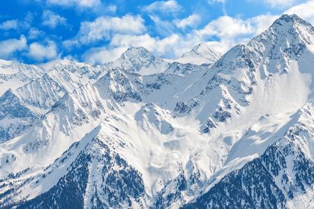 アルプスの雪山の風景写真