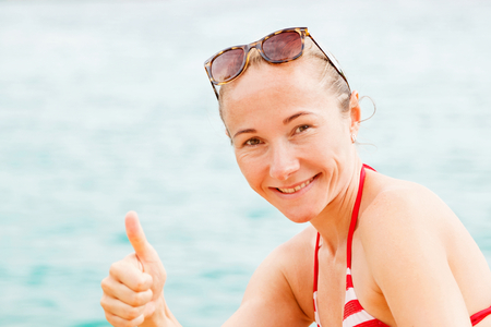 all ok: Portrait photo of young happy woman show thumbs up
