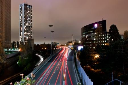 la defense: Night trafic light in modern cityscape