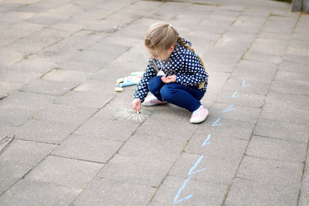 Young girl drawing outside with chalk Stok Fotoğraf