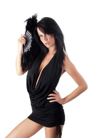 chica preciosa sosteniendo un apontaje negro