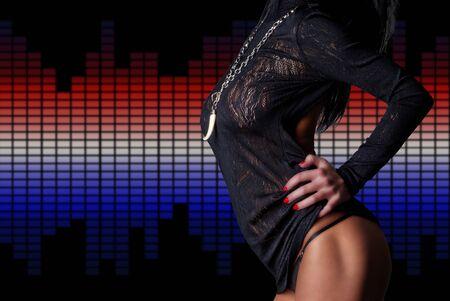 Sexy bello cuerpo sobre ecualizadores