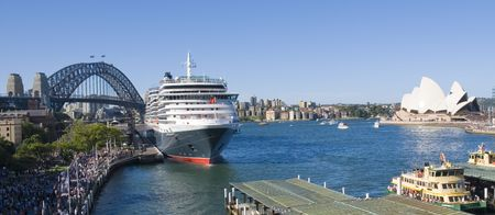sydney harbour bridge: Cruise ship Queen Victoria of the cunard ship fleet docked in Sydney Harbour ( harbor) on a beautiful Blue Day , February 24th 2008. Stock Photo