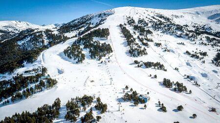 Mountain View en la estación de esquí Andorra GrandValira. Pirineos