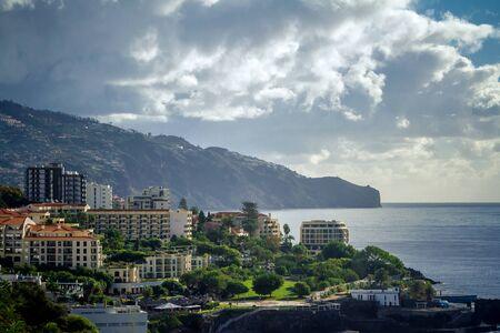 Panoramiczny widok na Funchal na Maderze. Portugalia