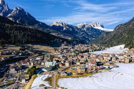 Paysage d'hiver de Pozza di Fassa, une commune du Trentin au nord de l'Italie. Val di Fassa, Dolomites