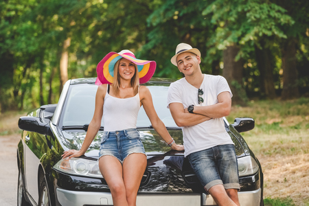 Portrait of beautiful couple of tourists ready for summer vacation road trip. 版權商用圖片