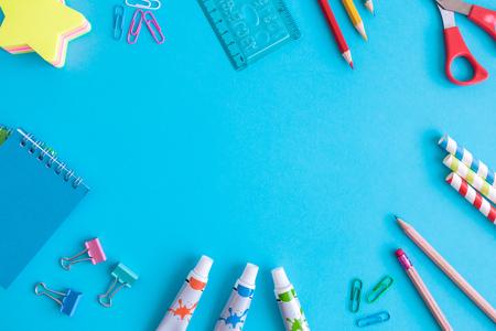 School supplies on blue background minimal creative back to school concept. Space for copy. Foto de archivo - 118588673