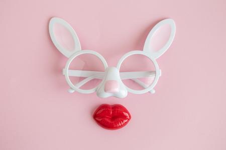 Bunny abstract made of eyeglasses and lips minimal creative concept. Foto de archivo - 118613373