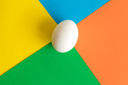 White egg on colorful background minimal easter creative concept. 版權商用圖片