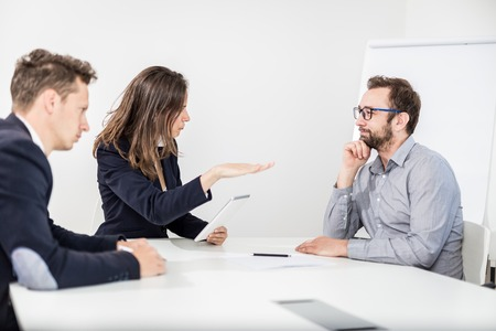 Angry female boss on a business meeting with her colleagues. Foto de archivo - 122812876