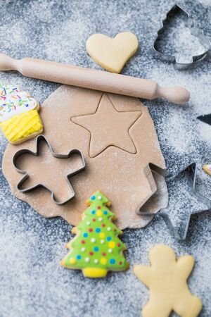 Flat lay of baking ingredients and cooking equipment for Christmas cookies and gingerbread. Banco de Imagens
